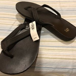 NWT GAP brown flip flops sandals